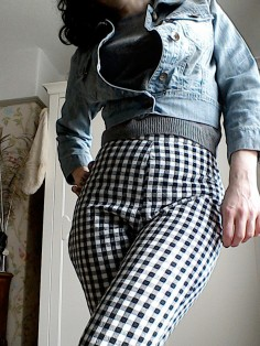 gingham cropped trousers high waist vintage cut pattern