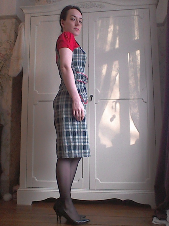 Checked wiggle dress Fifties Sixties shape heels court shoes