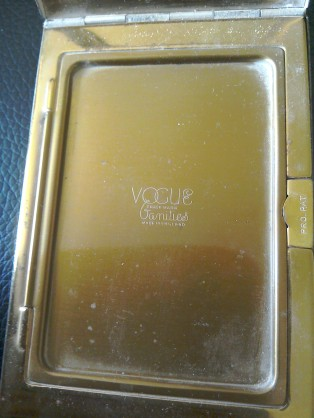 Vogue compact