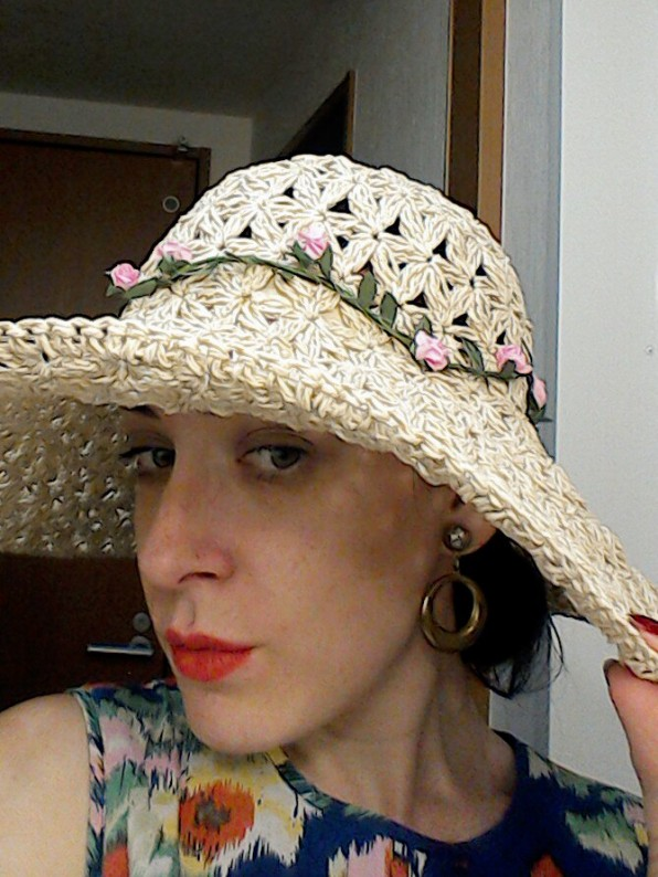 Sunhat and gold hoops