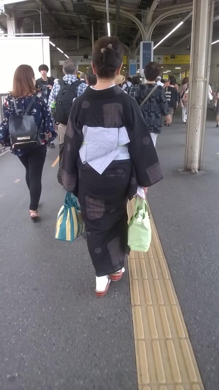 Lady shopping in a kimono