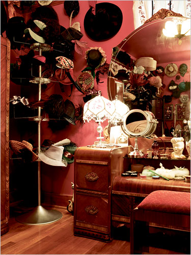 ditavontese_instyle_feb2011_hats-vanity