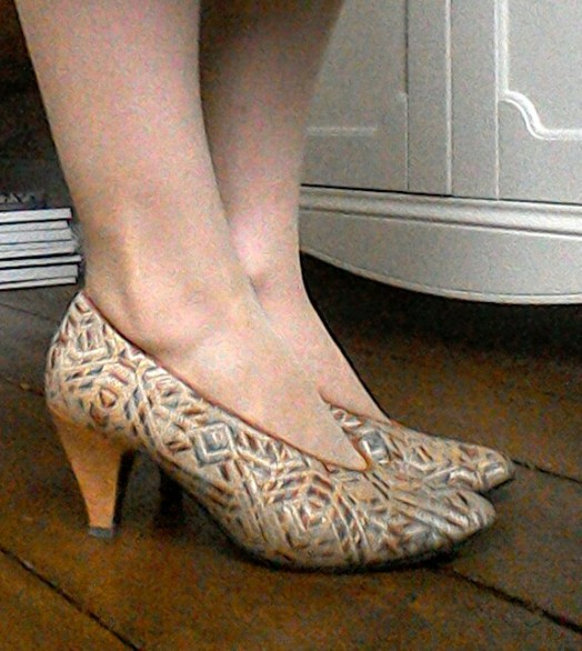 Art Deco pattern vintage heels sgoes Egyptian look gold woven