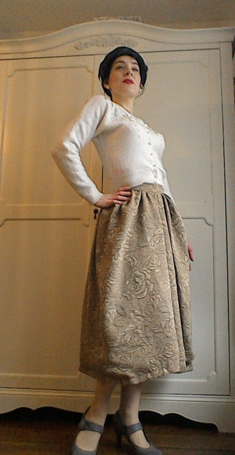 Vintage pearl necklace embellished cardigan jacquard skirt fifties hat