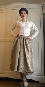 Vintage pearl necklace embellished cardigan fifties feather hat midi skirt Mary Jane