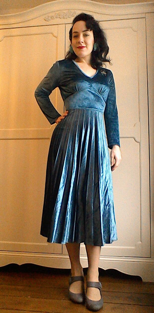 Vintage Seventies velvet teal pleated midi dress(2)
