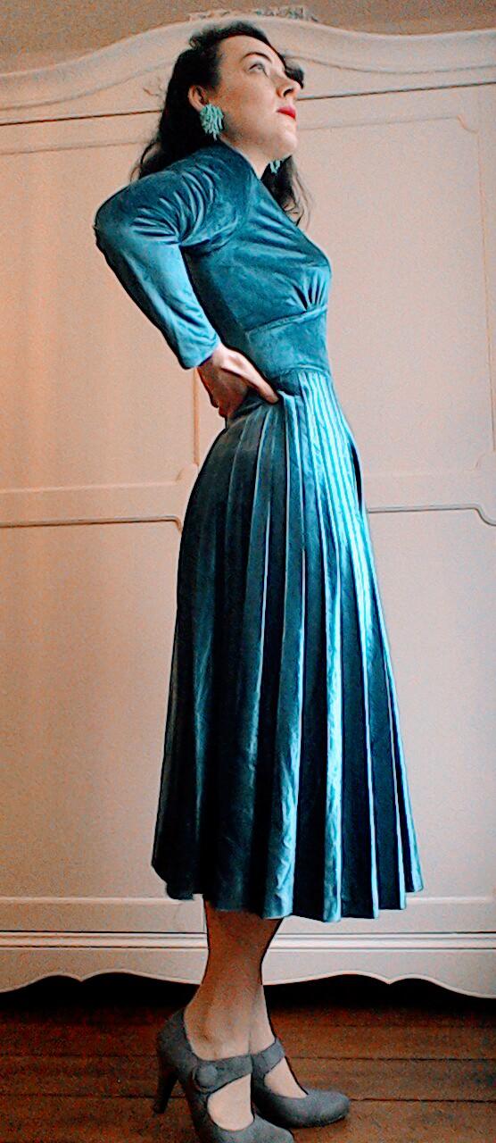 Vintage Seventies velvet teal pleated midi dress
