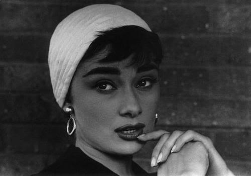 audrey-hepburn-hoop-earrings