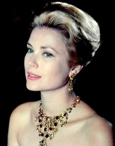 gracekelly-necklace-statementnecklace-earrings-hairstyles-retro