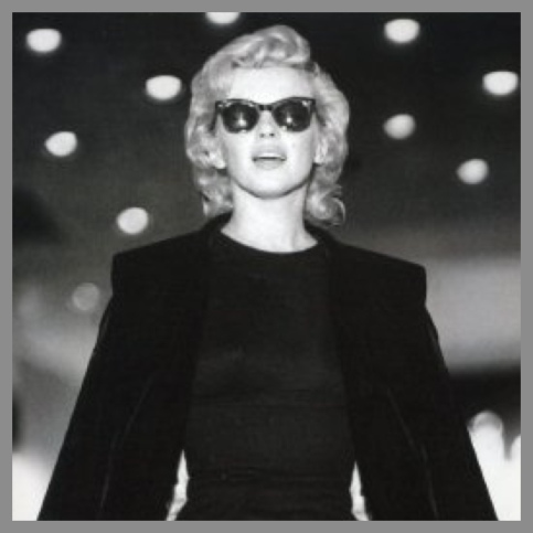 Marilyn in Ray-Ban wayferers
