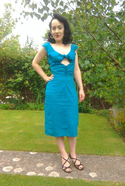 Niagara dress front - the girl loves Vintage