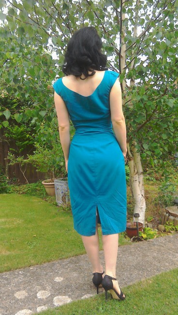 Niagara dress back - the girl loves Vintage