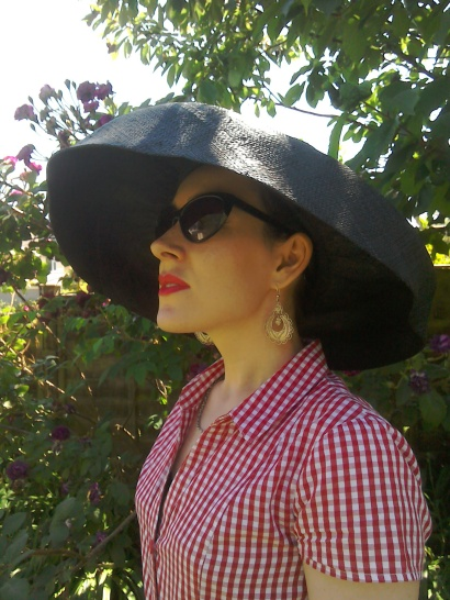 Black wide brimmed hat